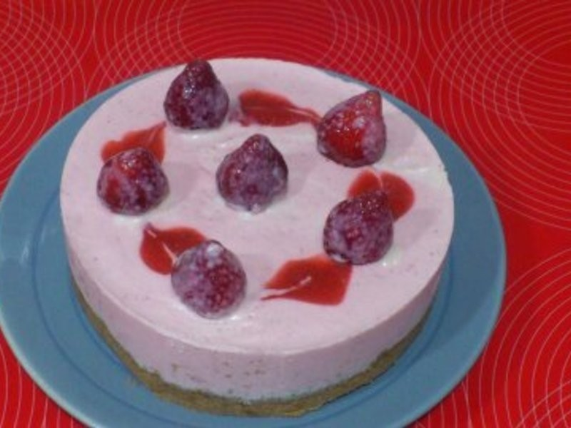 《草莓就愛鷹牌煉奶》簡易草莓慕士蛋糕~[豆芽mama小廚房]