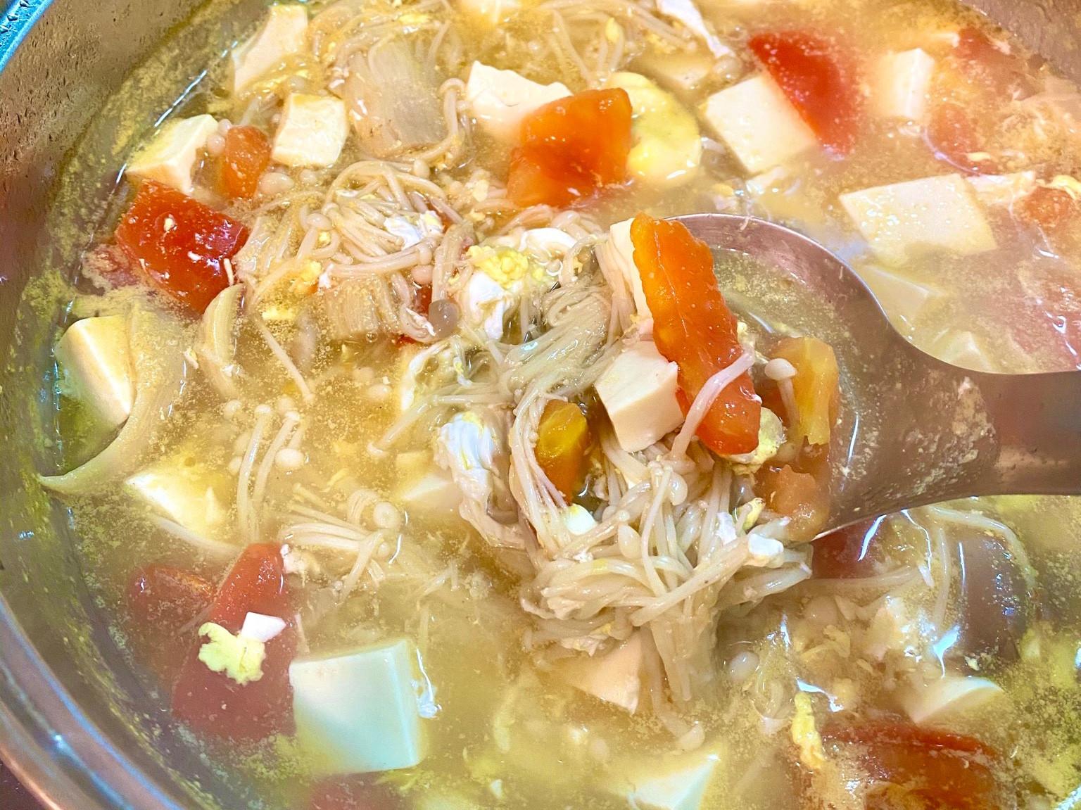 營養蔬菜番茄豆腐湯
