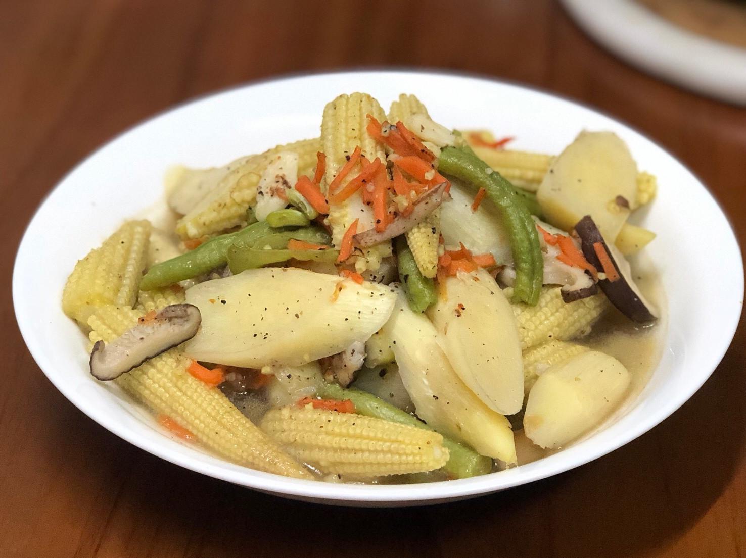 皎白筍炒時蔬
