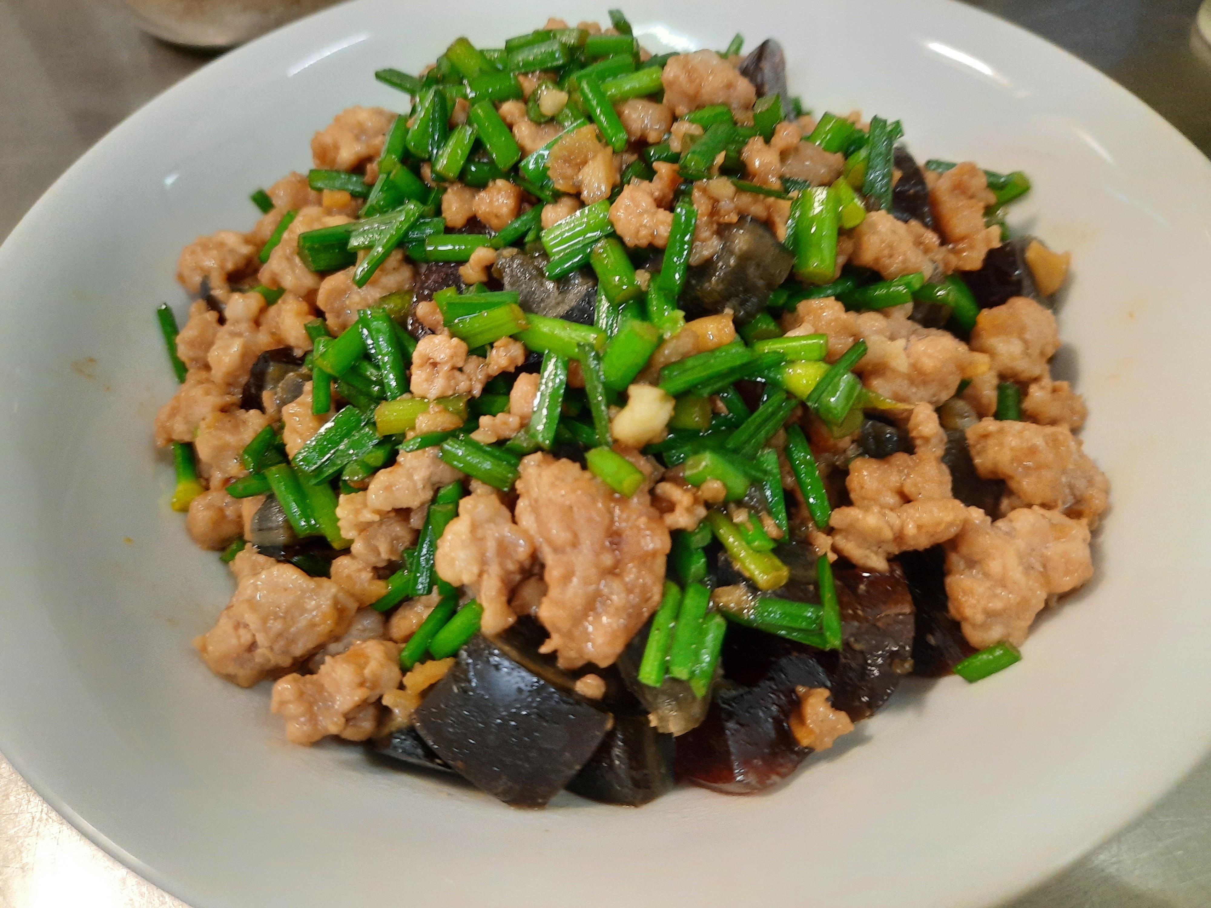 韭菜皮蛋炒肉末