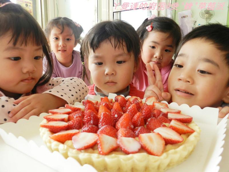 """ㄚ曼達的廚房~《草莓就愛鷹牌煉奶》~愛""""煉""""草莓派"""