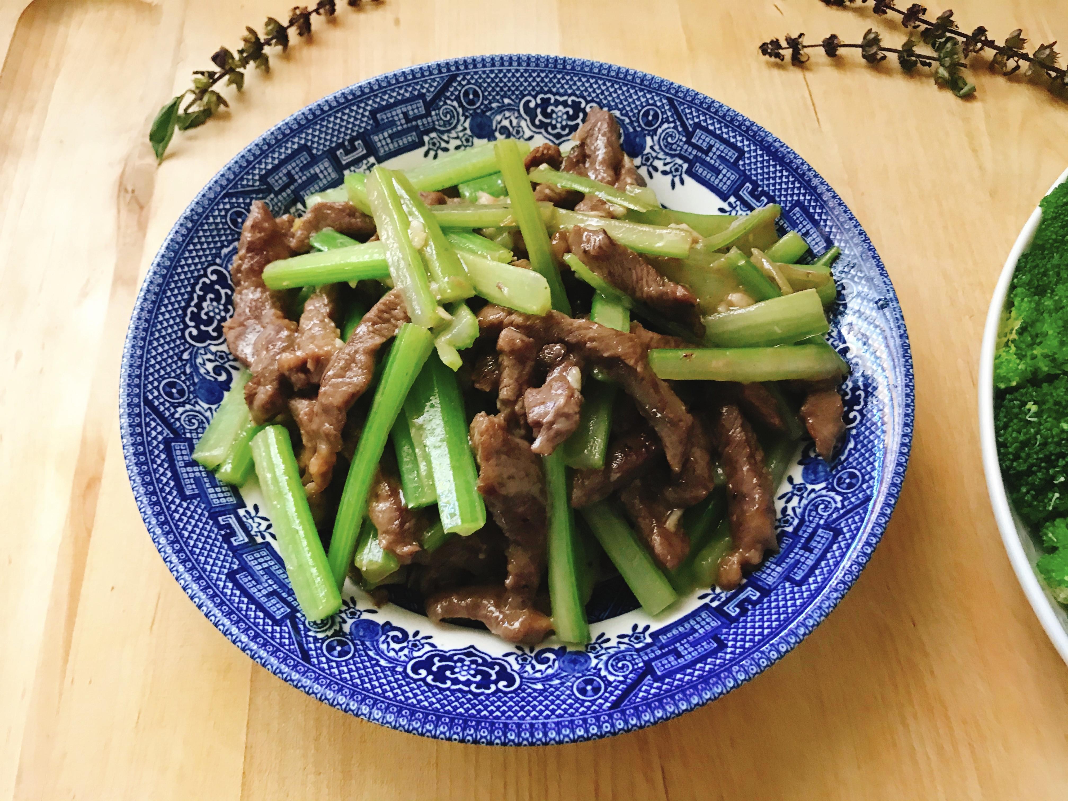 【  家常菜  】便當菜 芹菜炒牛肉
