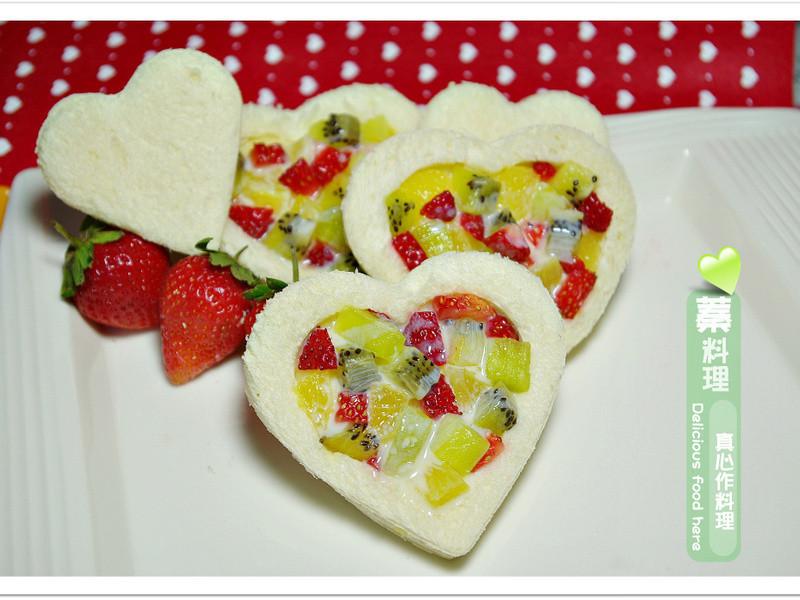 《草莓就愛鷹牌煉奶》愛戀水果吐司