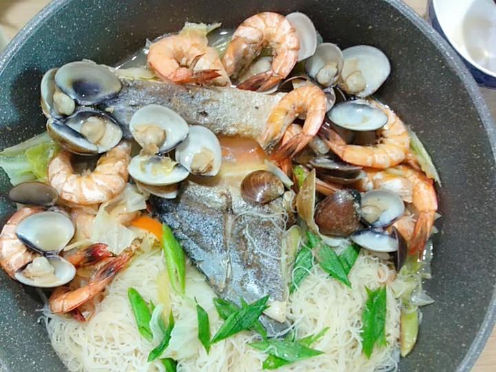 Emma創意料理之海鮮鯧魚米粉湯