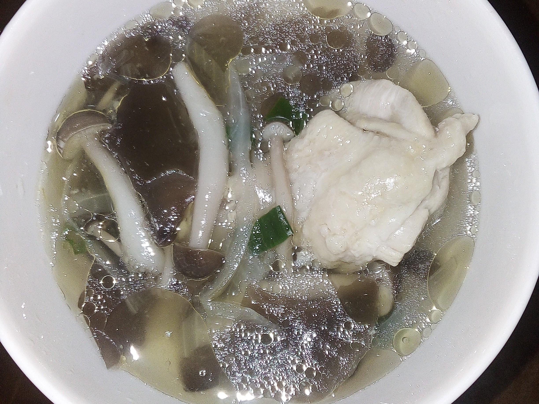 電鍋洋蔥鴻禧菇木耳雞湯