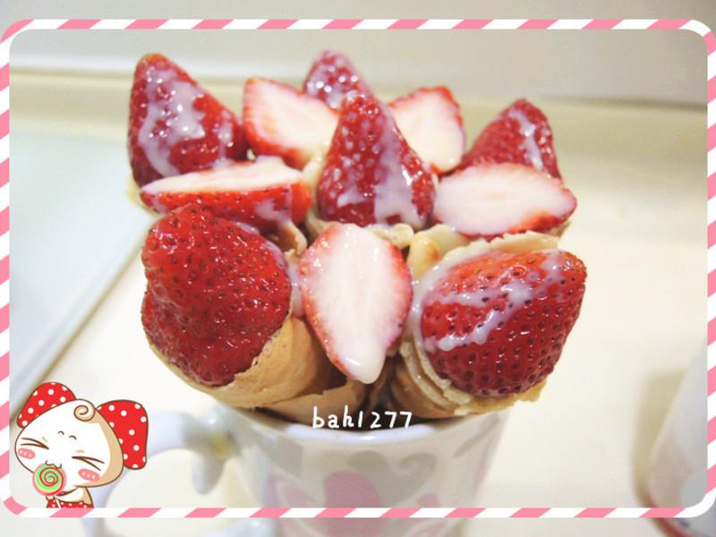 草莓煉乳可麗餅捲
