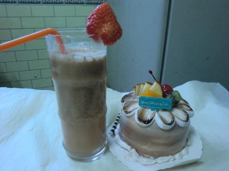 《草莓就愛鷹牌煉奶》 特調草莓奶茶