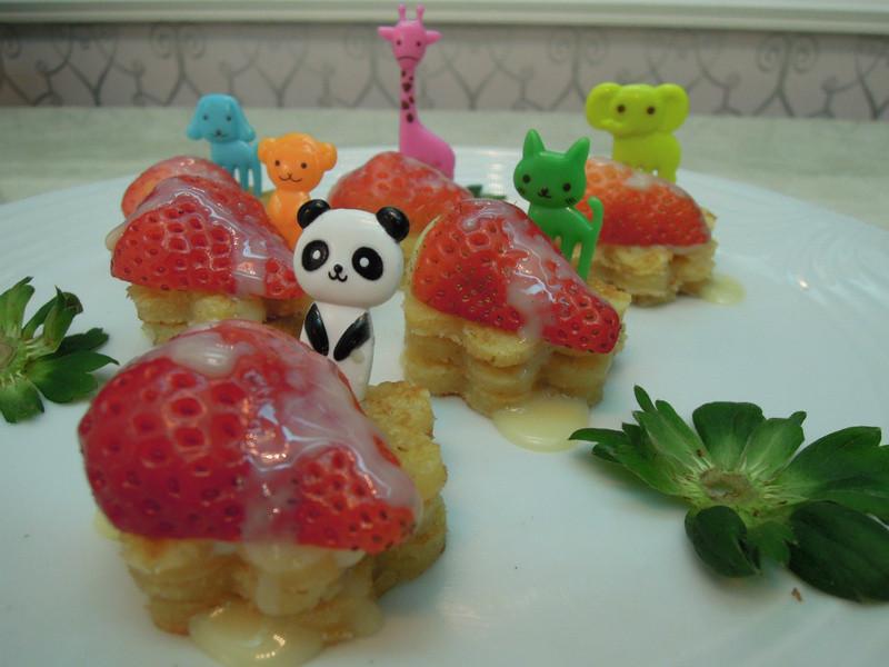 《草莓就愛鷹牌煉奶》草莓煎餅動物園