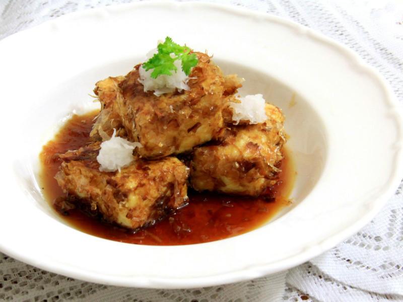 特調醬汁、清爽解膩: 揚出豆腐