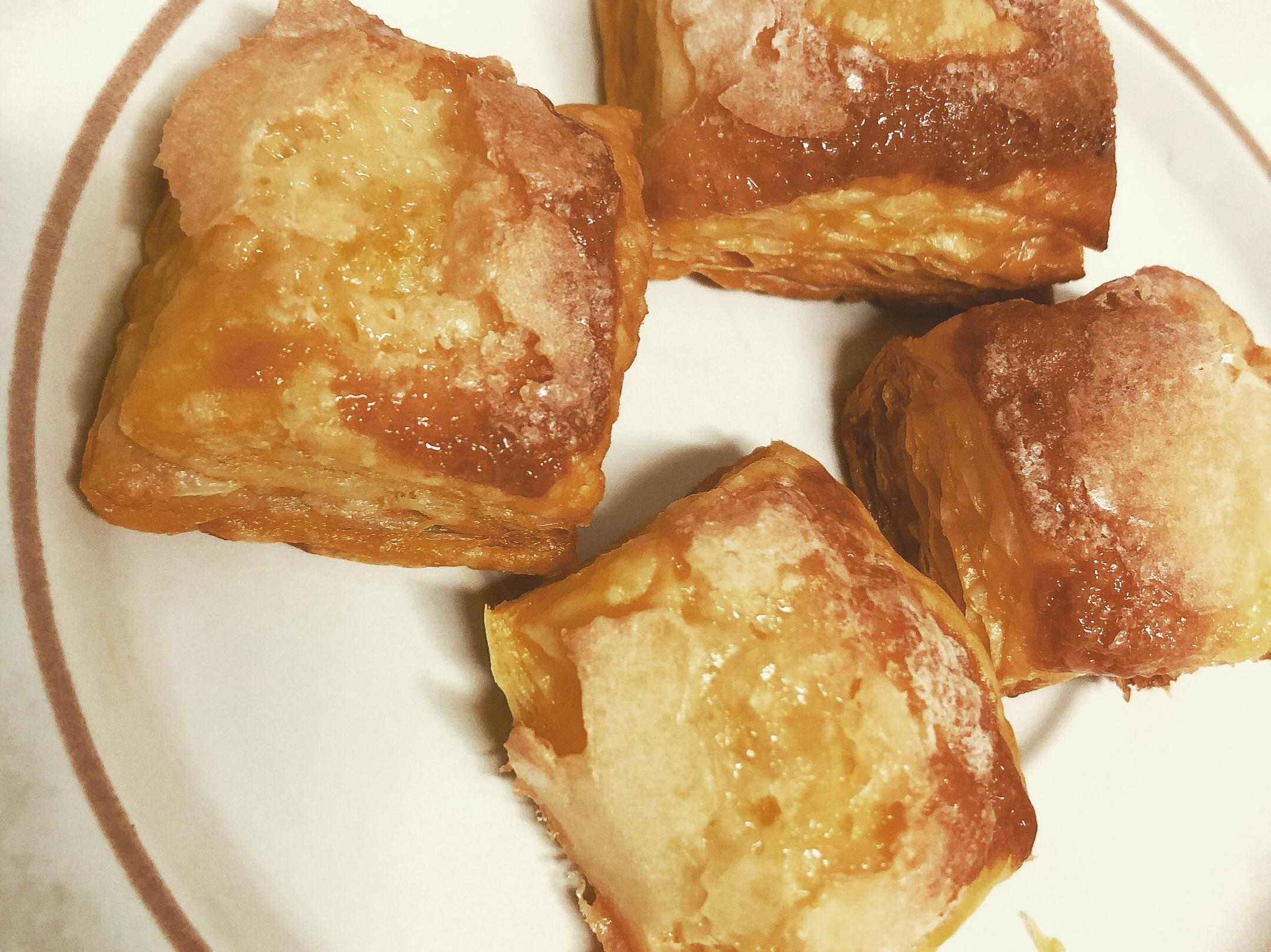 一口接一口的焦糖千層酥