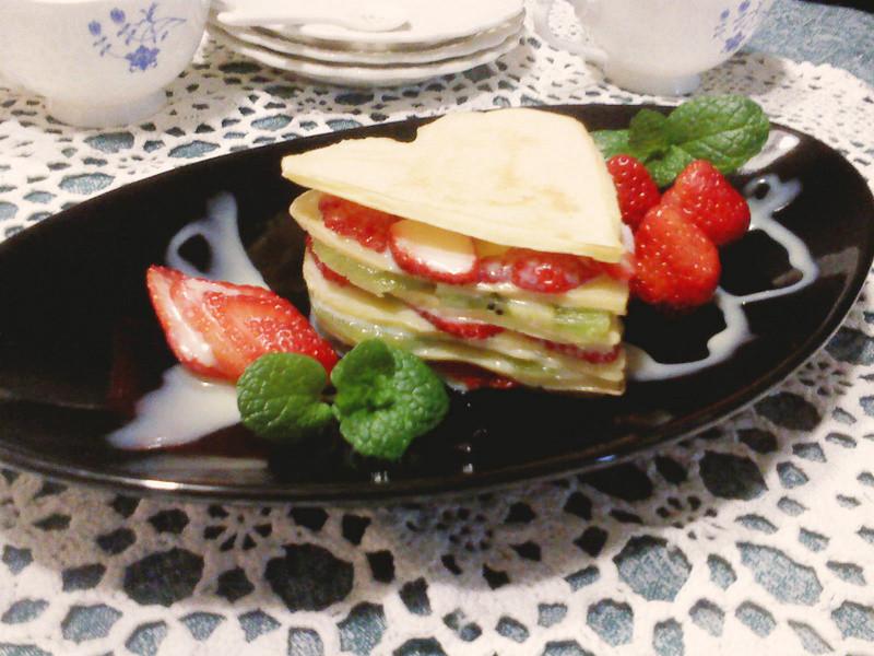 莎媽五心級料理~《草莓就愛鷹牌煉奶》莓果千層餅