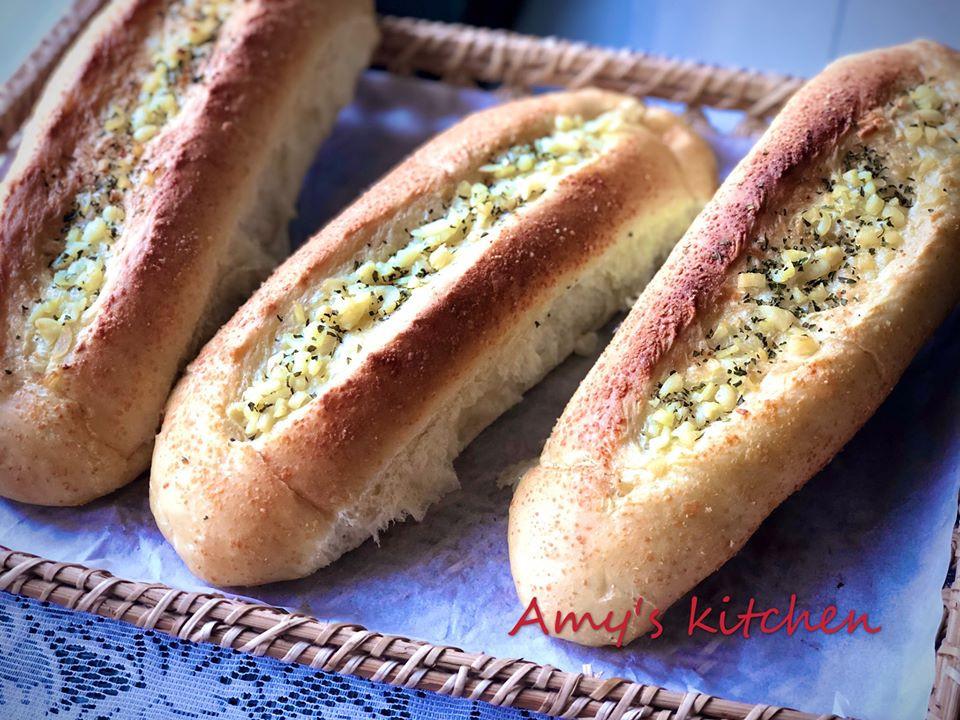 早餐-香蒜帕瑪森起司麵包