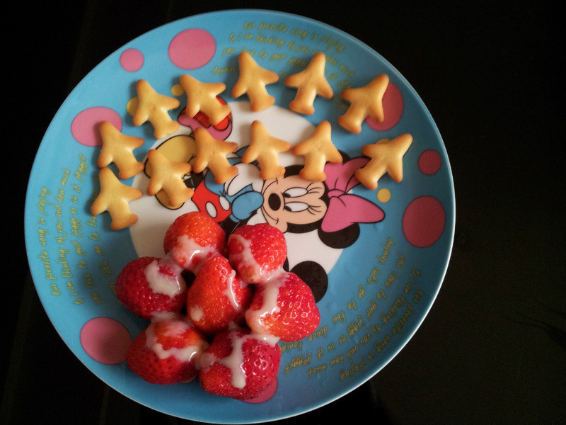 《草莓就愛鷹牌煉奶》童心戀莓奶餅