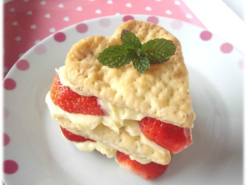 《草莓就愛鷹牌煉奶》愛♥煉草莓千層派~小烤箱版