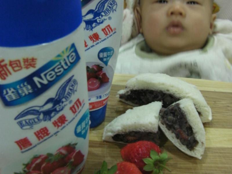 《草莓就愛鷹牌煉奶》-紅豆泥愛煉心苺吐司