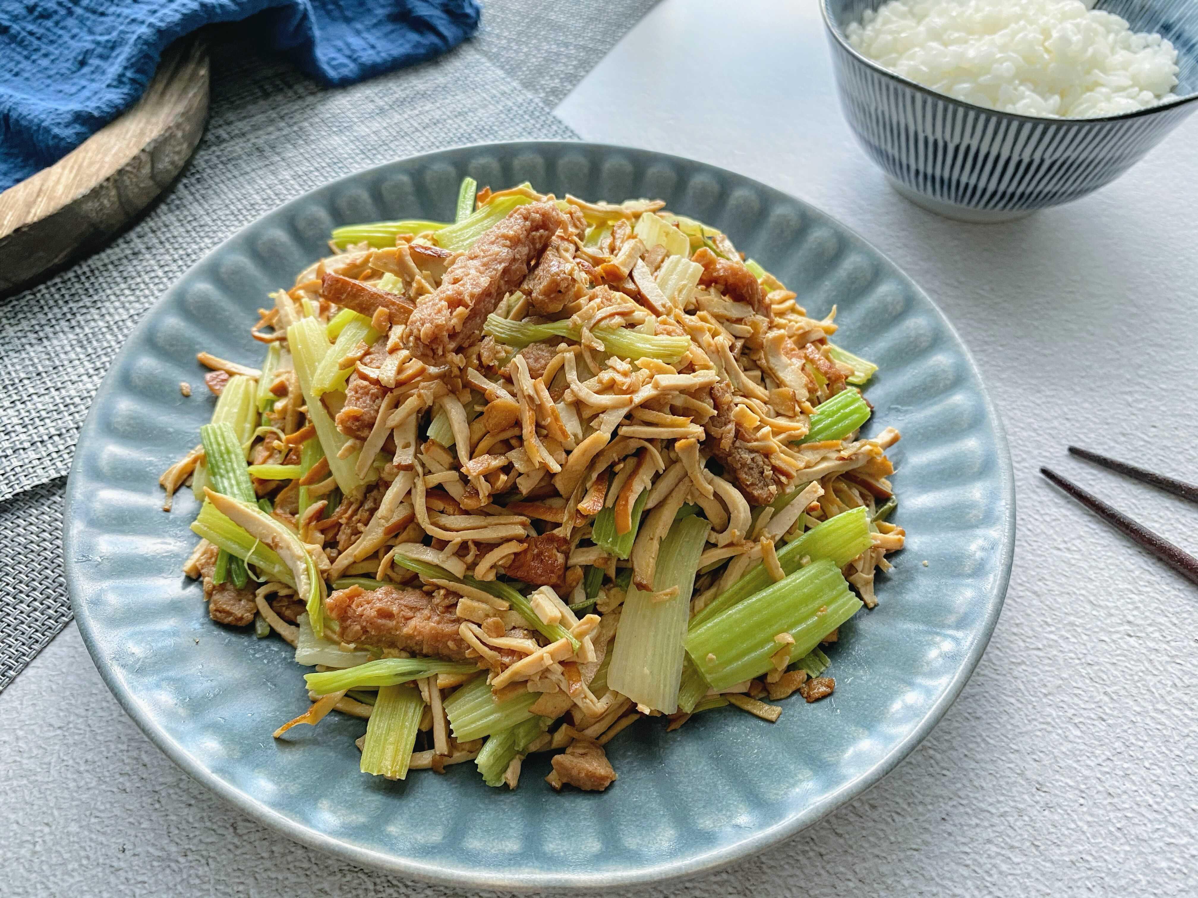 「蔬食」干絲炒肉