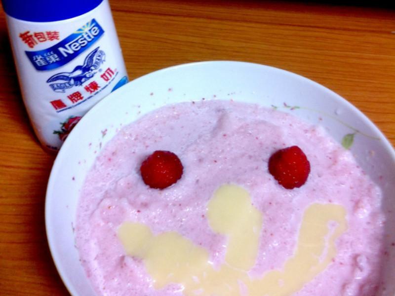 《草莓就愛鷹牌煉奶》草莓煉奶冰沙