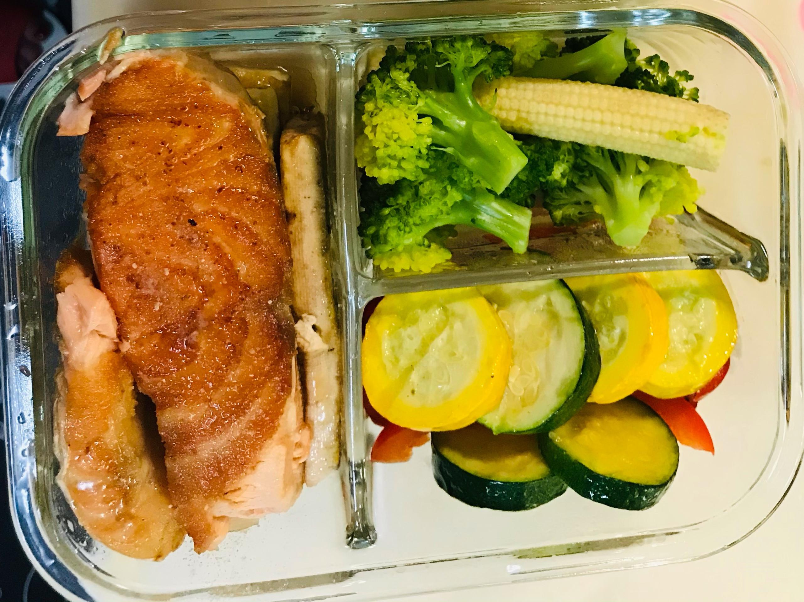 香煎鮭魚減醣便當
