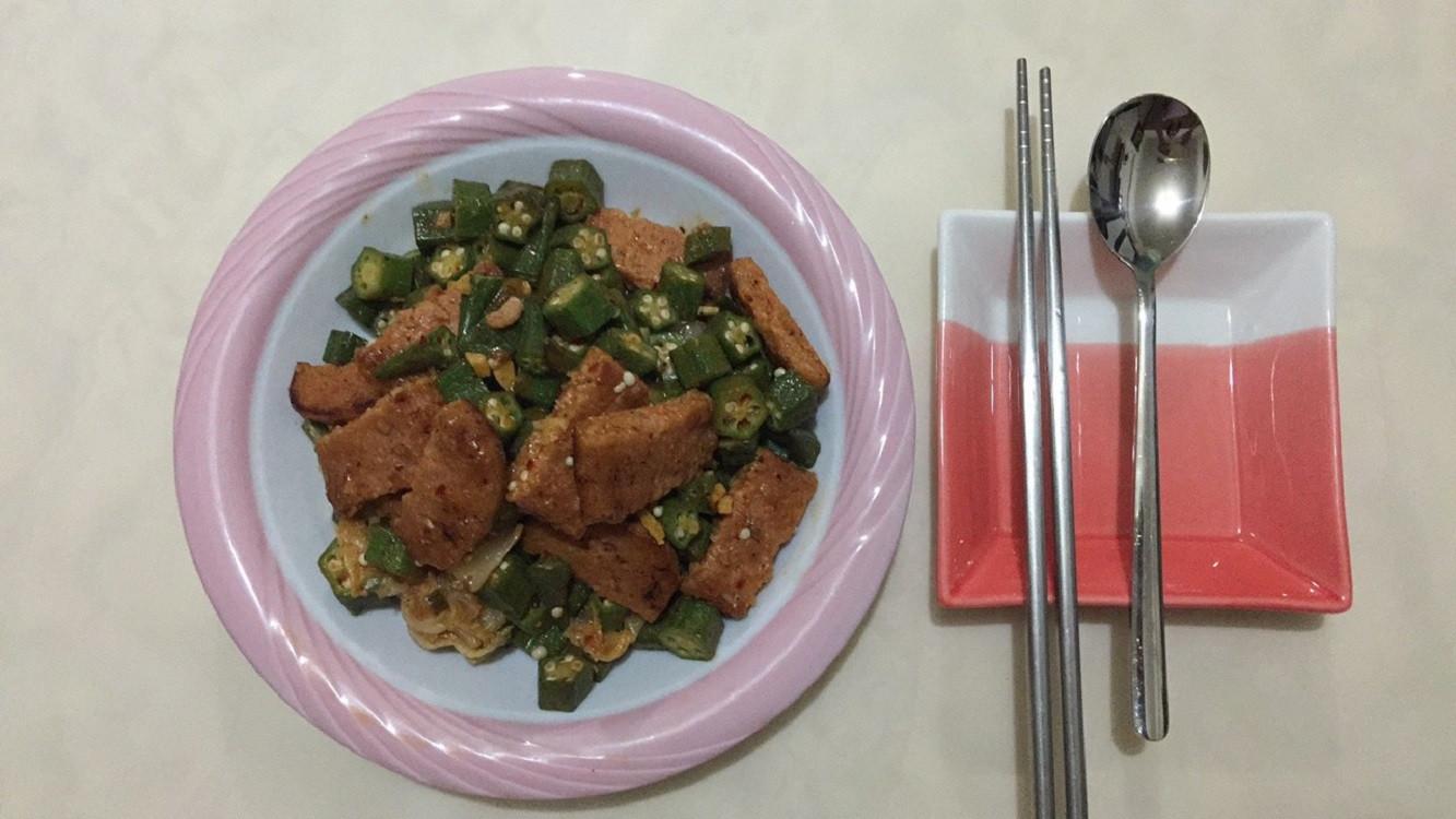新餐肉炒泡菜秋葵
