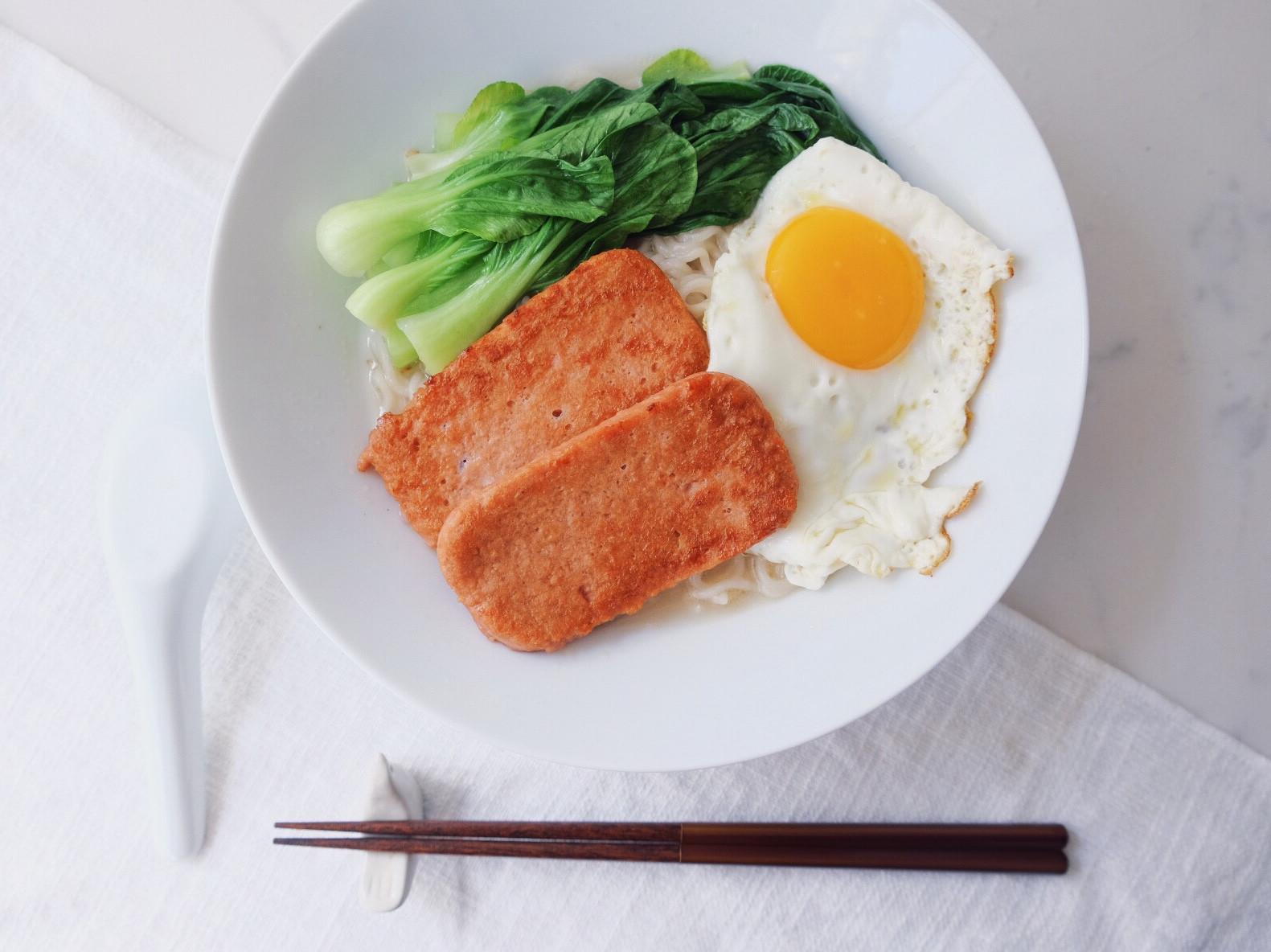 晚餐吃新餐肉 - 餐肉公仔麵
