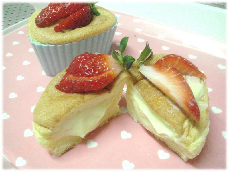 《草莓就愛鷹牌煉奶》愛♥煉草莓爆漿戚風蛋糕