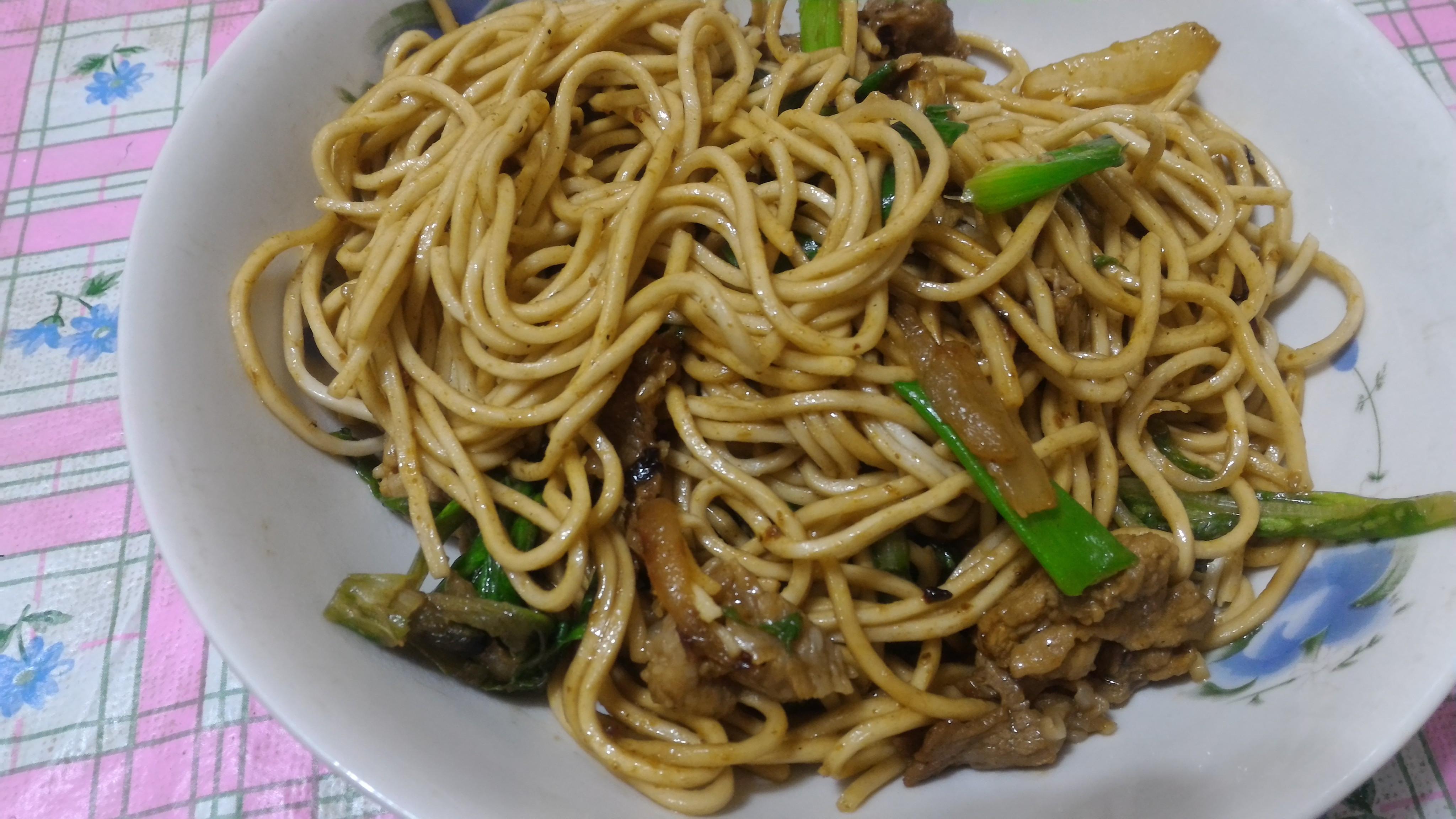 咖哩肉片炒麵