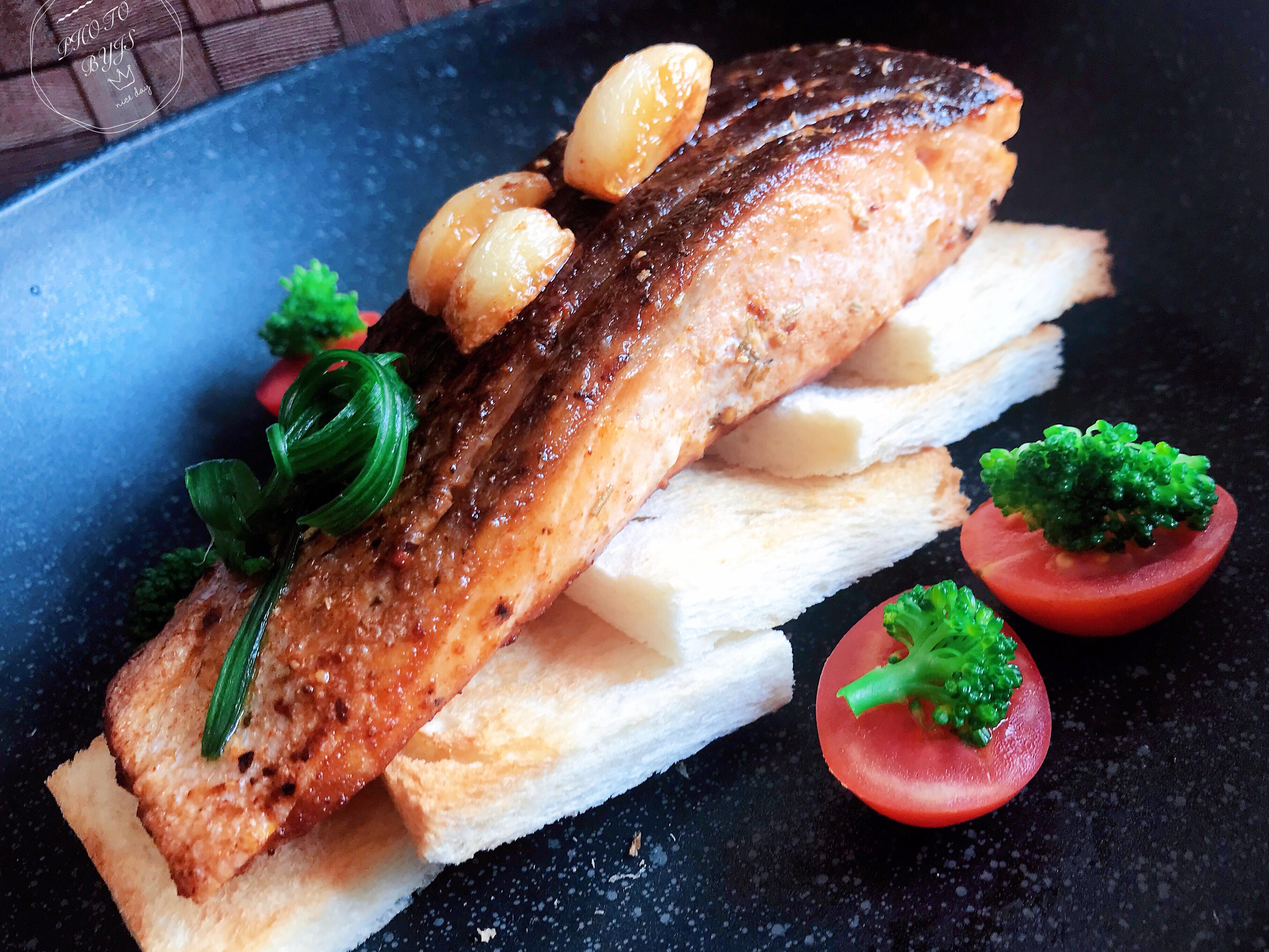 嫩煎鮭魚菲力