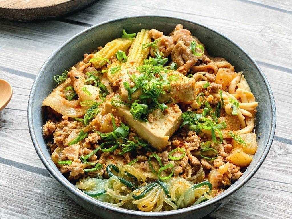 辣味噌肉豆腐煮