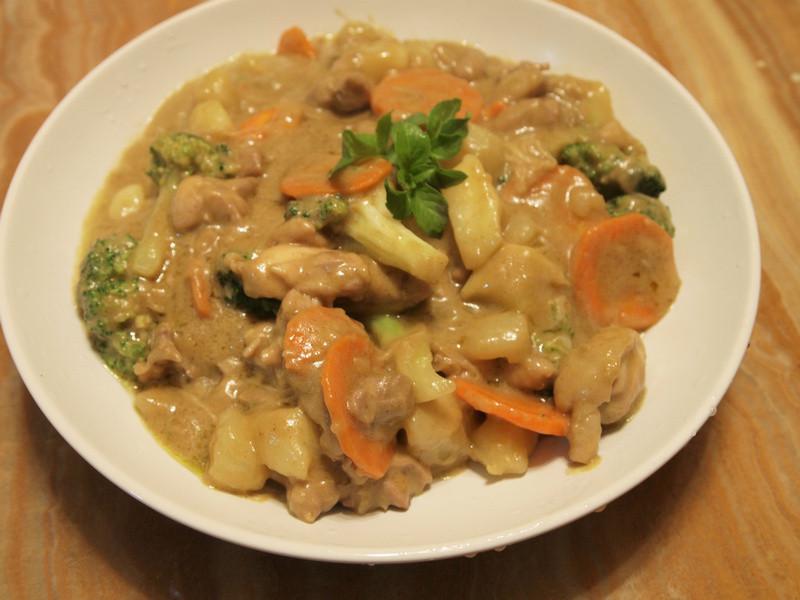 【縠盛綠咖哩】泰式綠咖哩椰汁雞