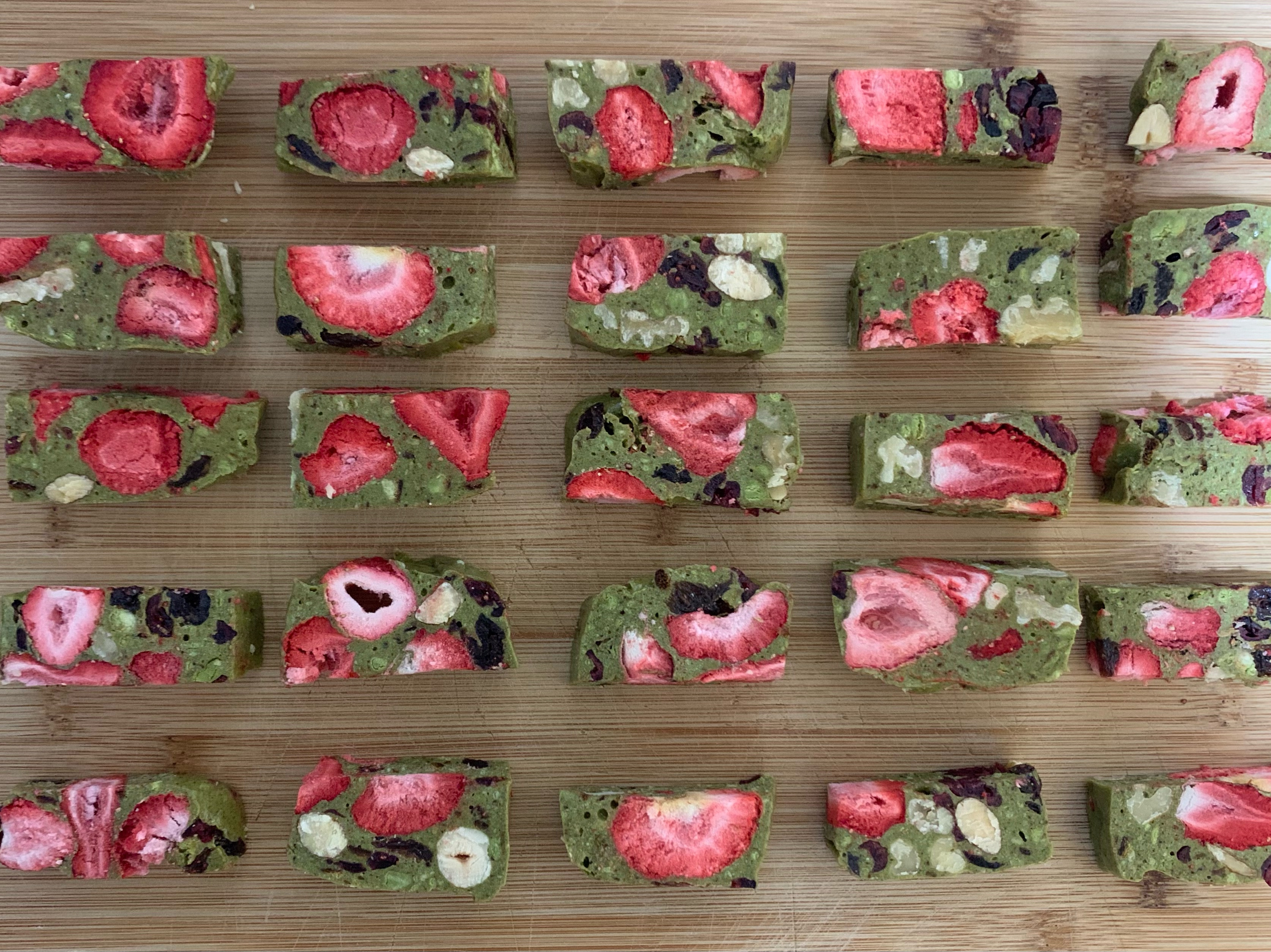 抹茶草莓牛糖