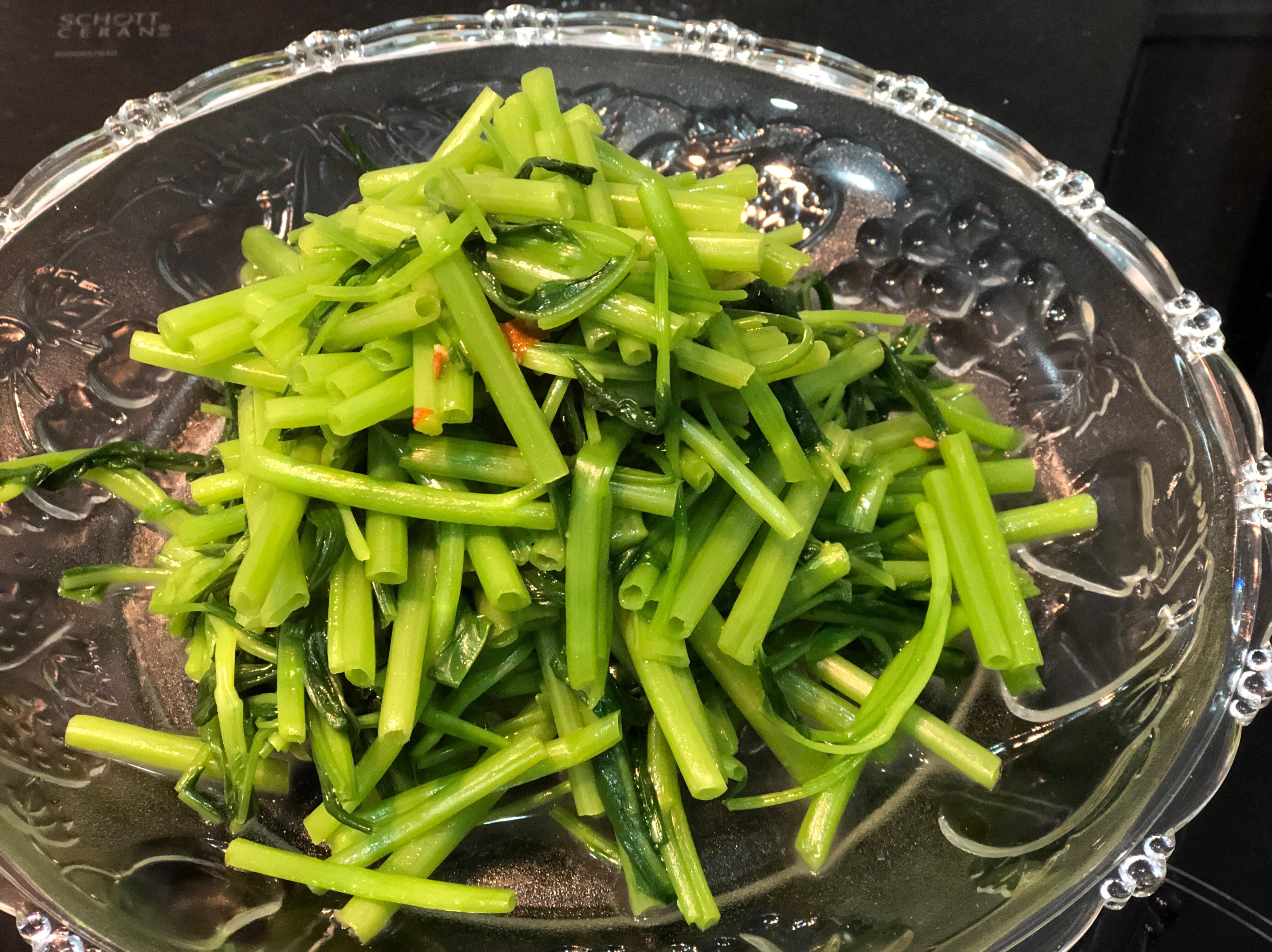 三分鐘水油炒蒜味空心菜/ S&B生蒜泥醬