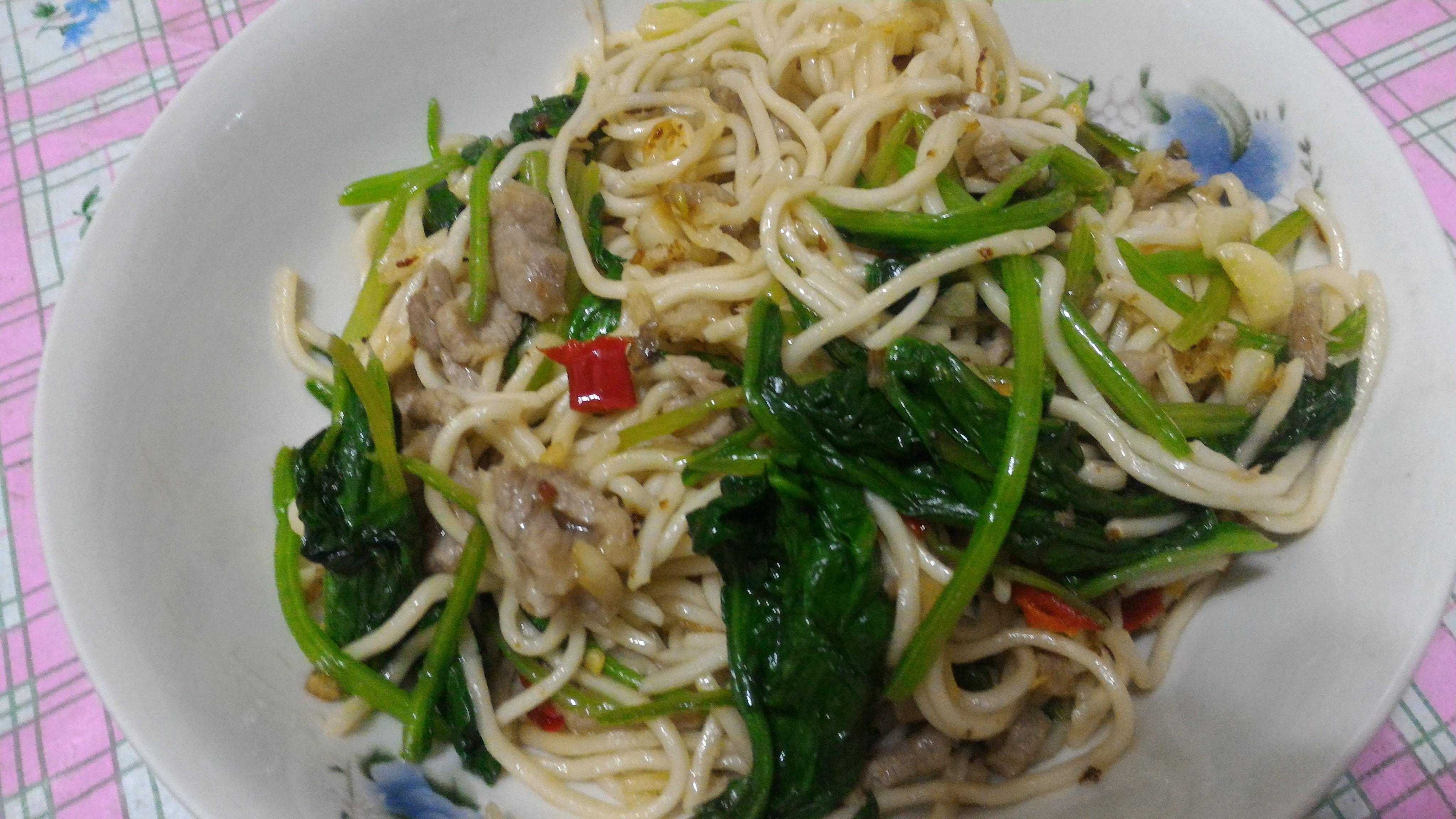菠菜瘦肉炒麵