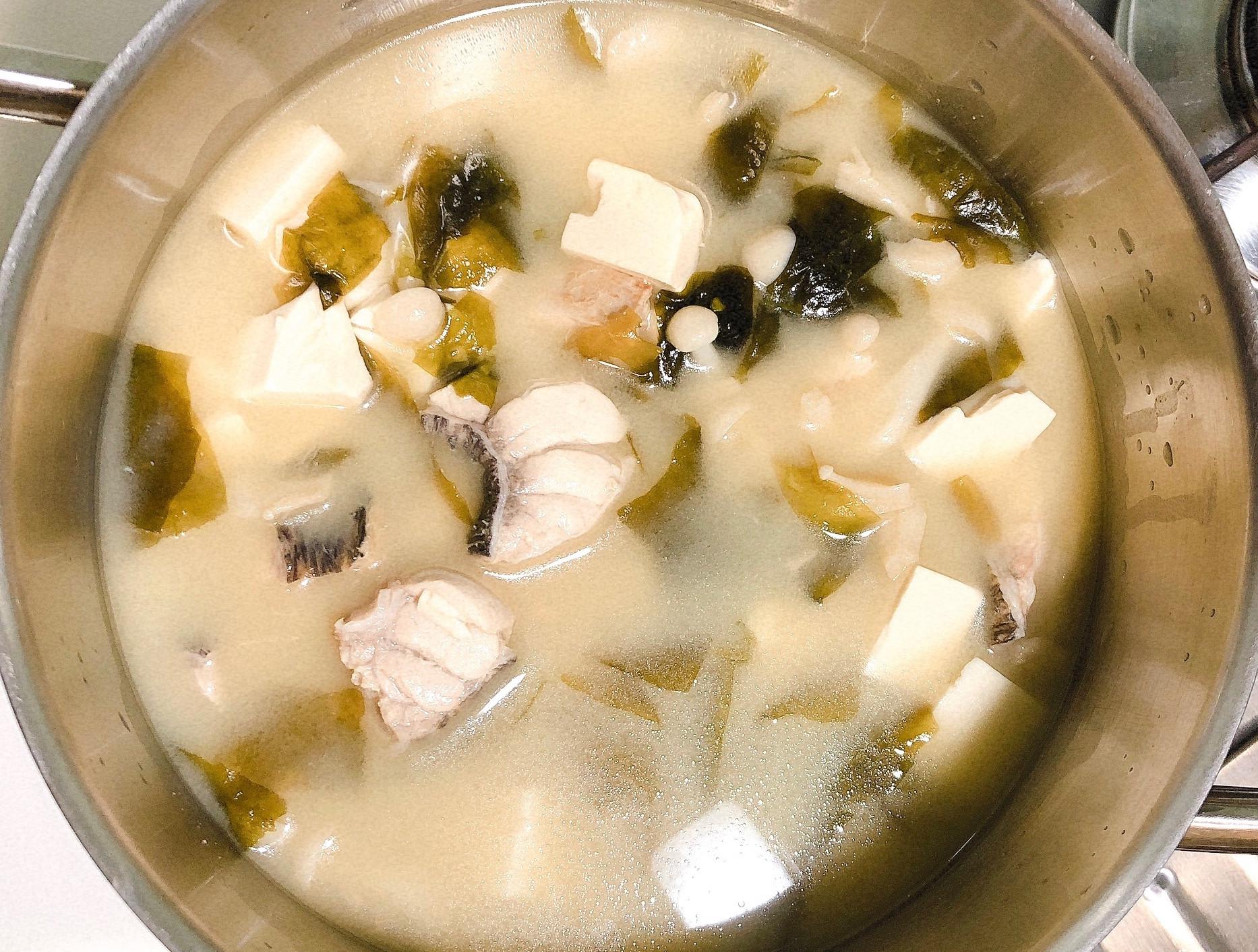 味增旗魚豆腐海帶湯