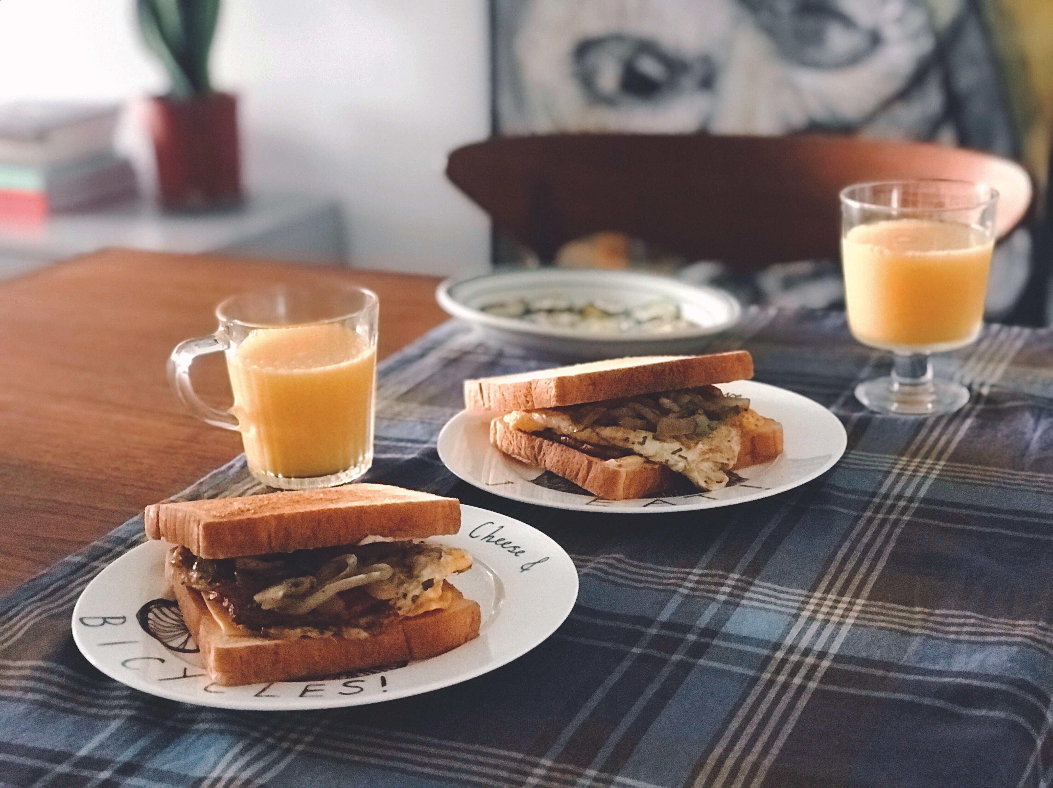 週末大早餐(厚培根蛋三明治