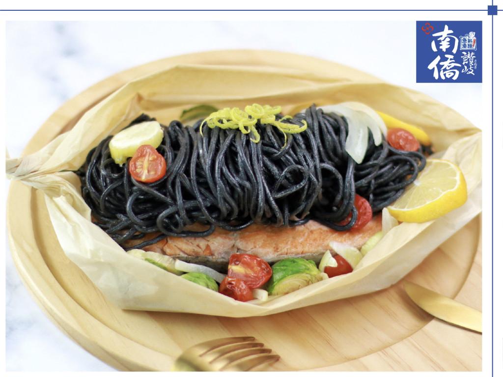 【南僑讚岐】紙包野菜燒鮭魚墨魚麵