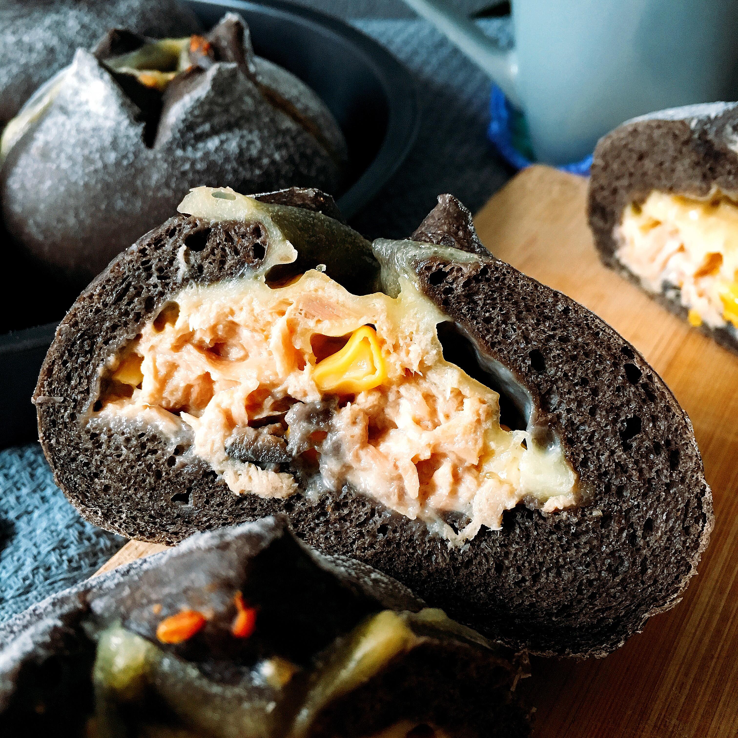 「然而我並沒有旅行」竹炭鮪魚芝士軟歐麵包