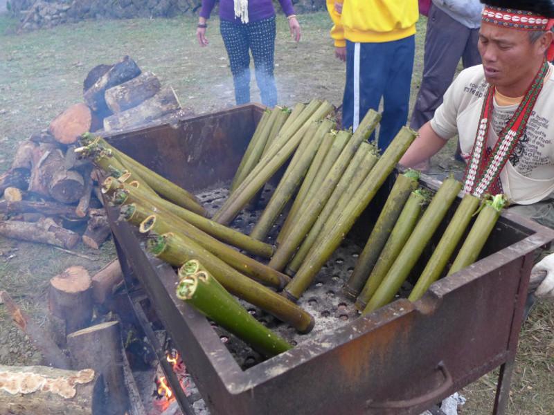 【食在原味 - 鄒族原住民教你做竹筒飯】