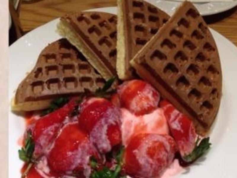 『草莓就愛鷹牌煉奶』草莓煉奶鬆餅