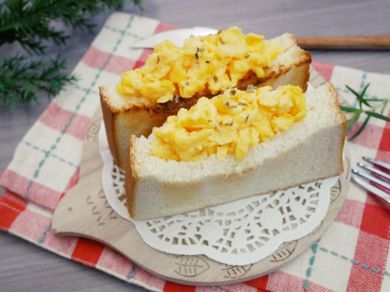 零技巧「炒蛋口袋吐司」簡單又好吃♪