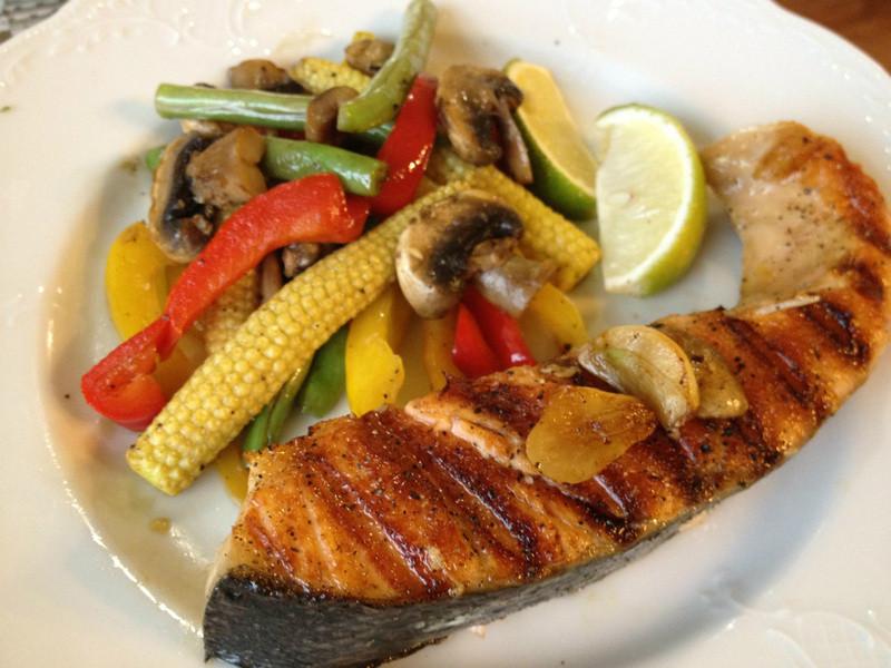 香煎鮭魚炒時蔬