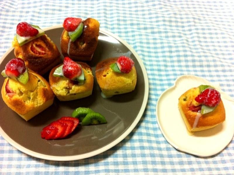 《草莓就愛鷹牌煉奶》草莓奇異果杯子蛋糕
