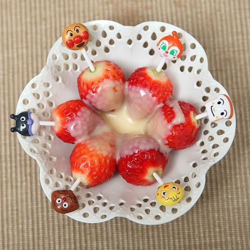 《草莓就愛鷹牌煉奶》之咕嚕咕嚕滾下肚的草莓甜心
