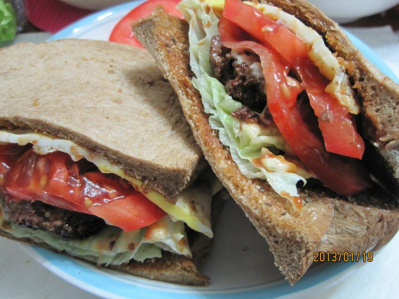 【Take a bread!創意三明治、麵包早餐】牛肉蛋三明治