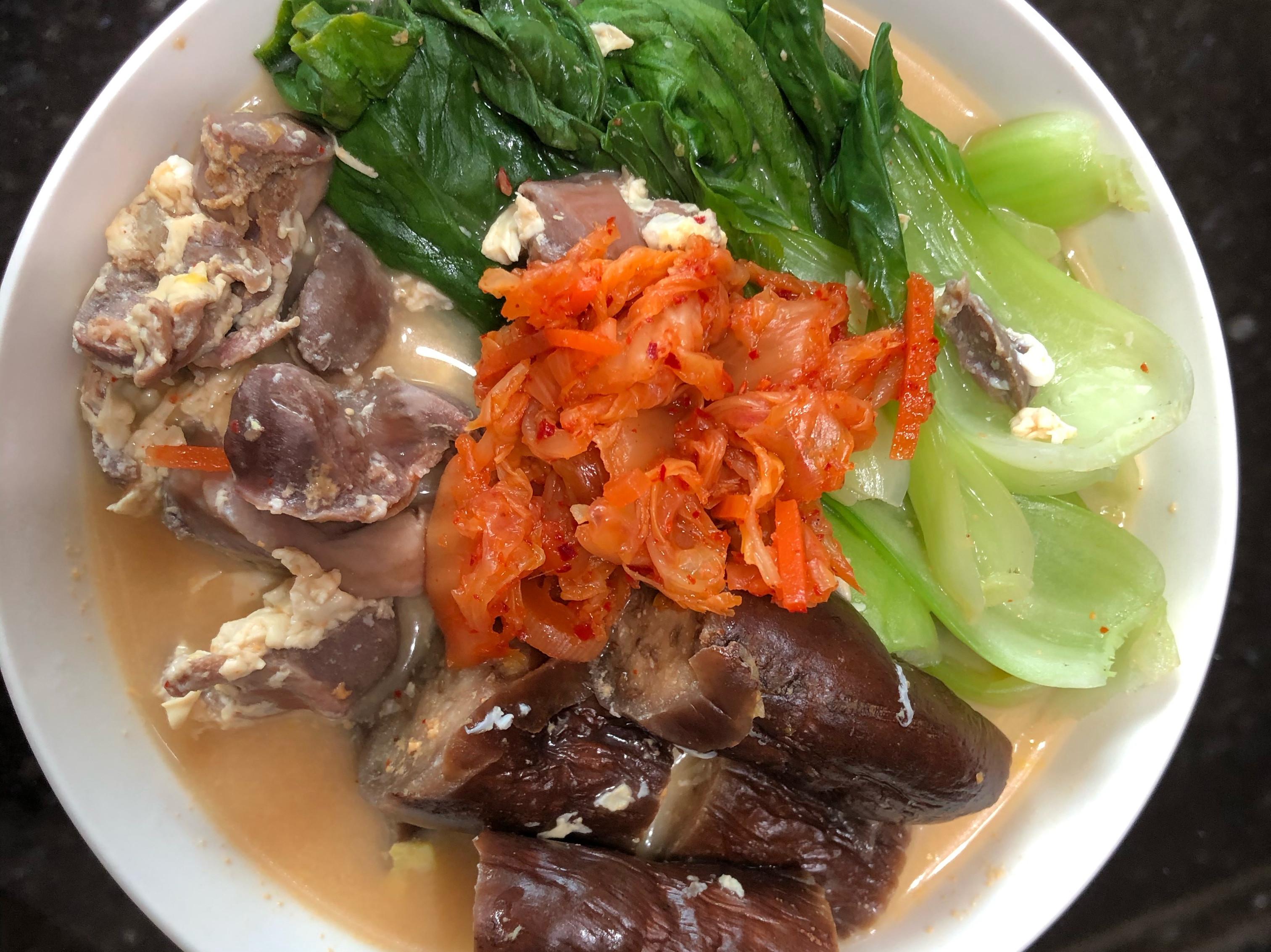 蔬菜滿滿腐皮雞胗烏龍湯麵