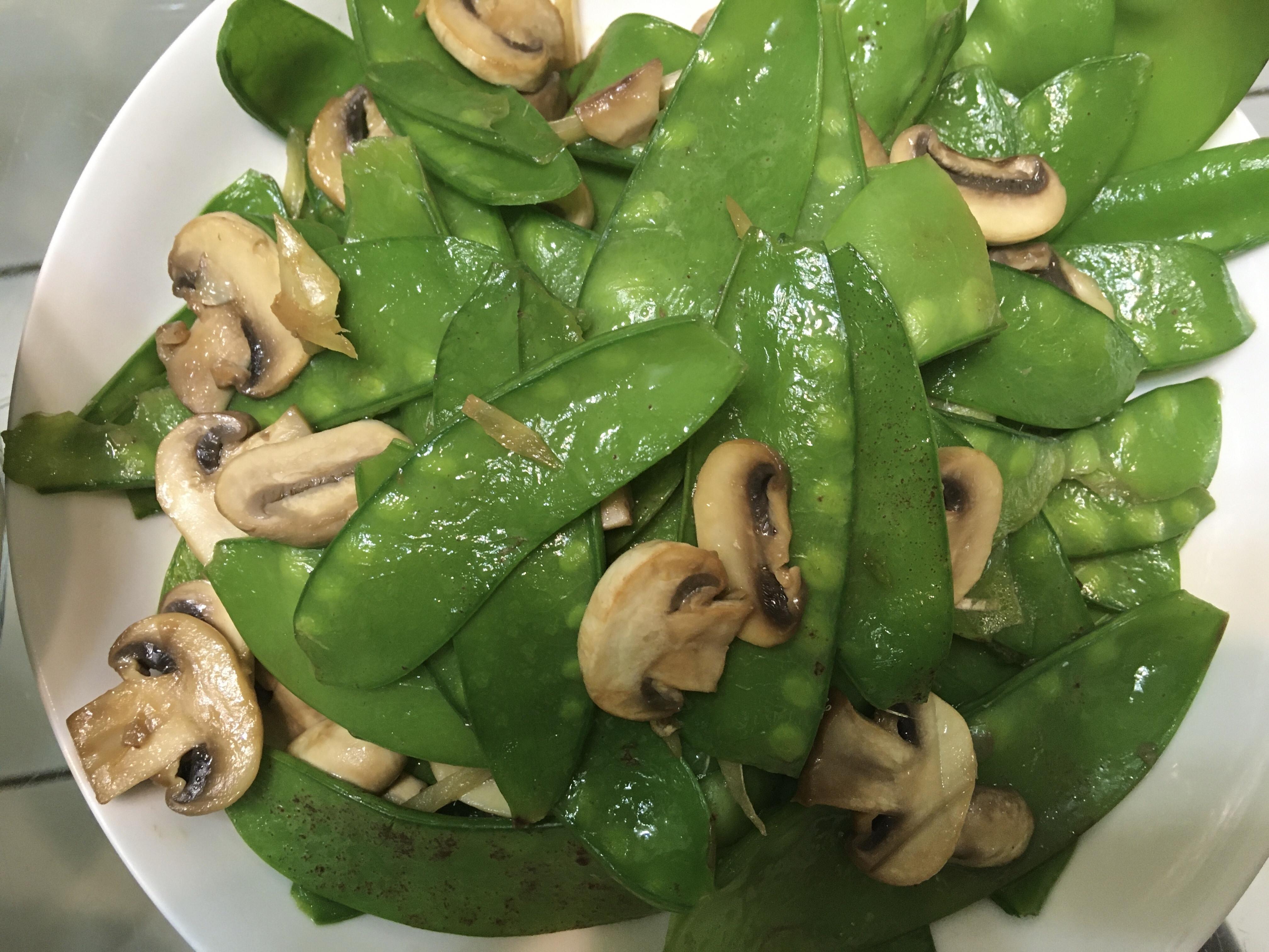 (全素蔬食)冷壓橄欖油炒洋菇及荷蘭豆