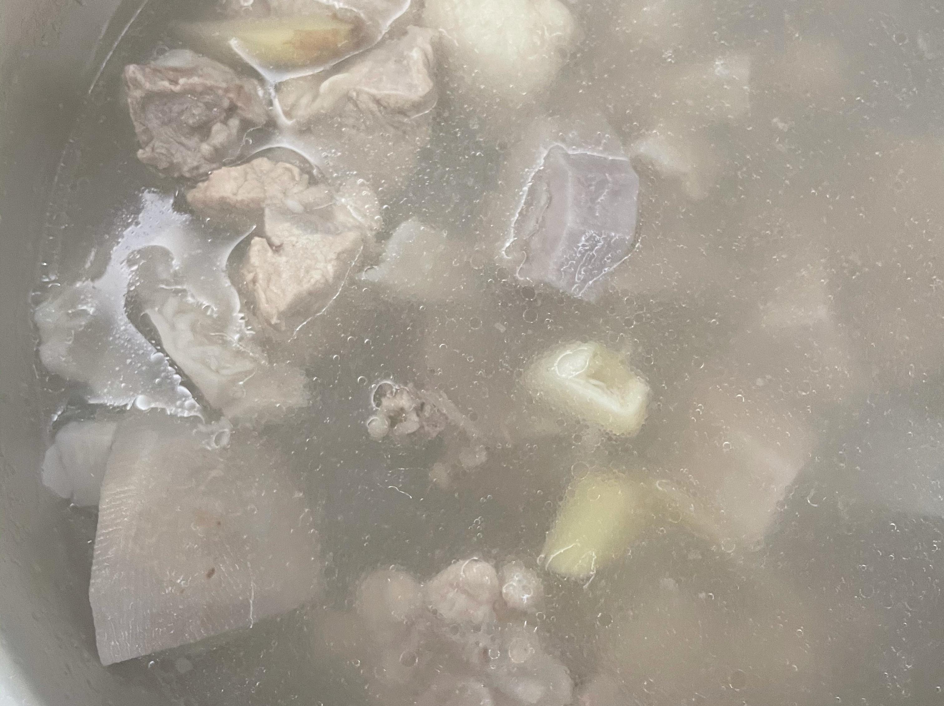 蒜香芋頭燉排骨湯(感冒喝好的快)