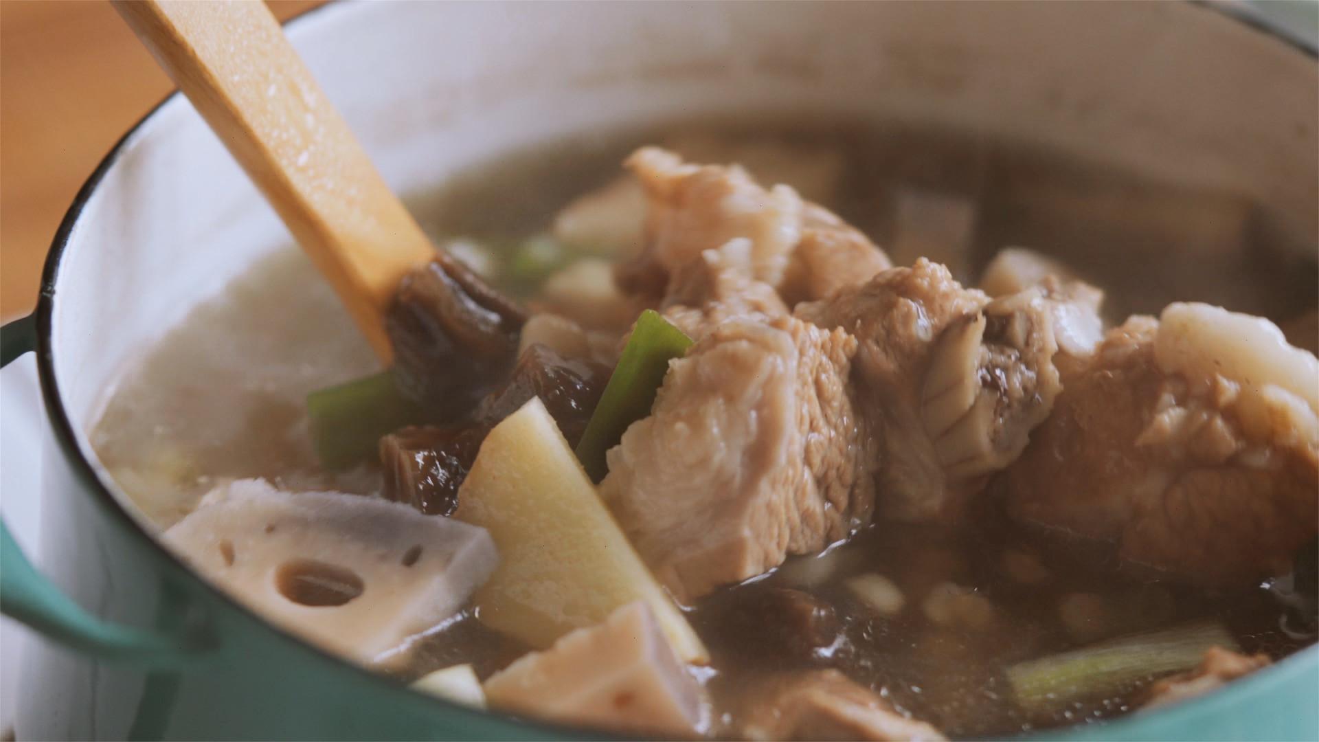 老菜脯蓮藕排骨薏仁湯
