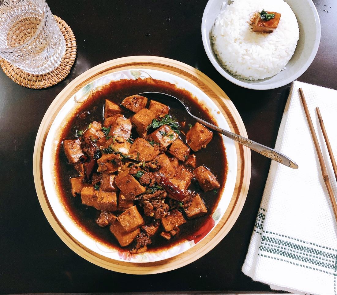 「麻婆豆腐」絲滑嫩豆腐與麻辣豬肉碎的相擁