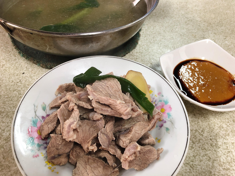 偷吃步一料雙道:薑片豬肉湯、桔醬白切肉