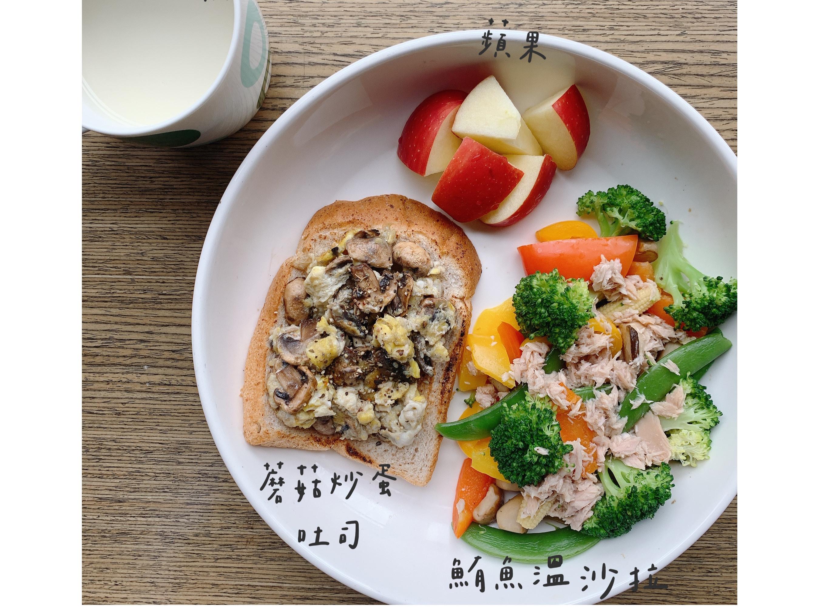 蘑菇炒蛋吐司